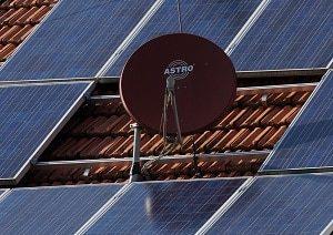 SAT Anlage, Dach, Dachziegel, Satellitenschüssel, Ziegel, Solaranlage, Energie, Wärmeenergie